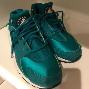 Nike huaraches woman's size 8 NEW